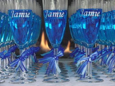 6 stuks champagneglazen met naam baby met blauwe lintjes