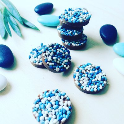 Kleine beschuit met muisjes chocolade blauw 500 gram