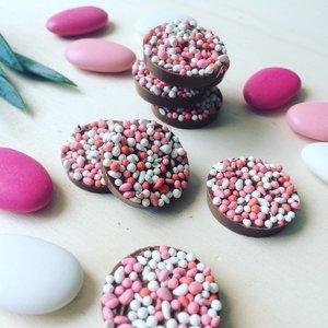 Kleine beschuit met muisjes chocolade roze 500 gram